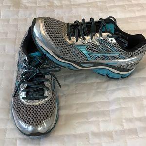 Mizuno Women's Wave Enigma Running Shoe size 7